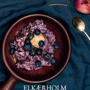 Lækker violet havregrød med aronia pulver
